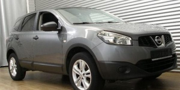2056-Nissan Qashqai+2 2.0-3
