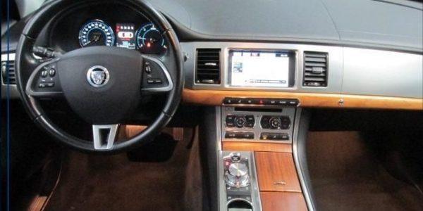 3000-Jaguar XF 3.0 V6 Diesel S-5