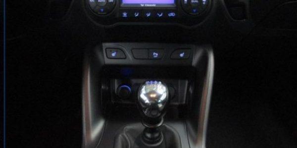 3758-Hyundai ix35 2.0 CRDI T-6